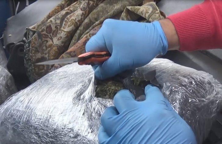 Kamyonet kabinindeki 18 kilo 600 gram esrarla ilgili 2 şüpheli tutuklandı