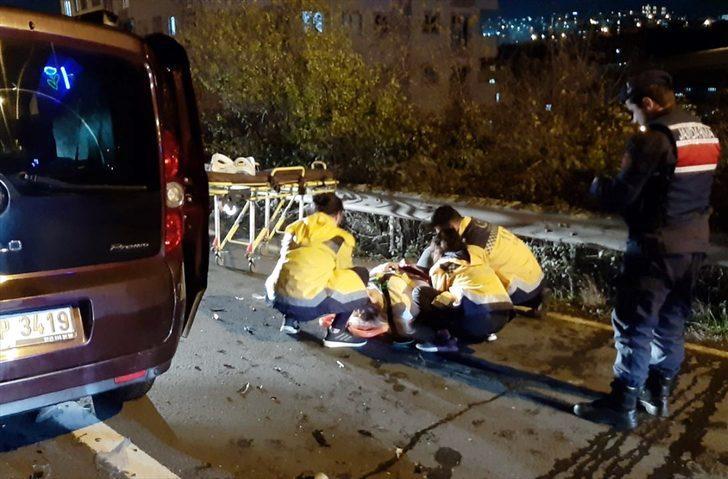 Kocaeli'de hafif ticari araçla otomobil çarpıştı: 4 yaralı