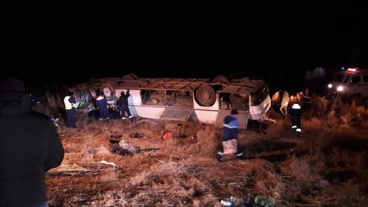 Kazakistan'da yolcu otobüsü devrildi: Ölü ve yaralılar var