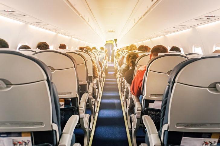 Uçakta koltuğunu değiştirmek öyle bir numara çekti ki...