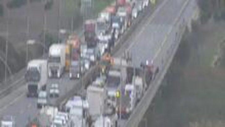 Son dakika: TIR devrildi! TEM'in Edirne istikameti trafiğe kapandı