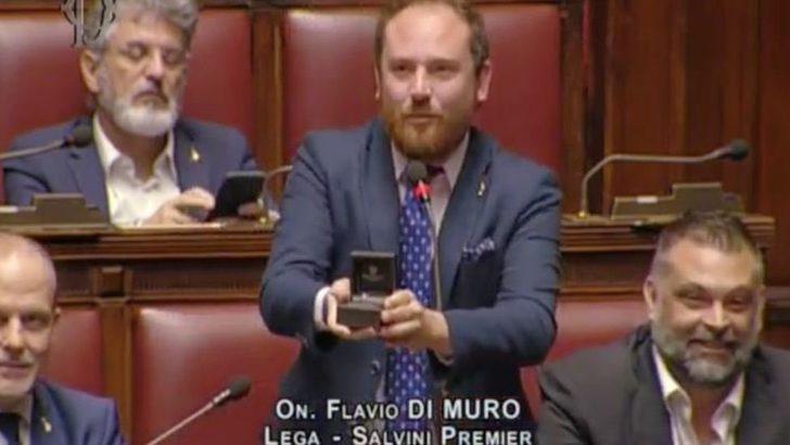 'İtalyan Parlamentosu'ndaki evlenme teklifi mizansendi'