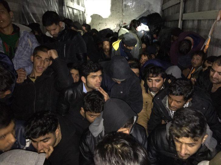 Kırklareli'nde kamyonda 98 düzensiz göçmen yakalandı