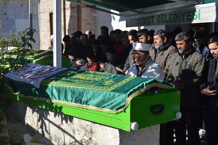 Zonguldak'taki trafik kazasında ölen çiftin cenazesi Afyonkarahisar'da defnedildi