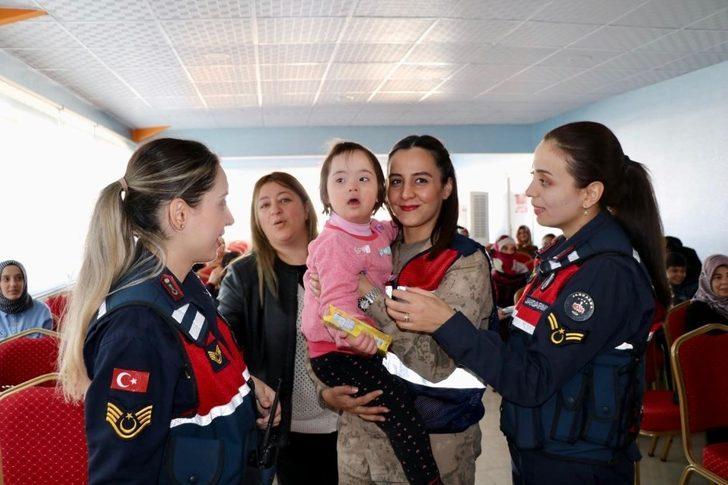 Elazığ'da Jandarma personeli özel çocuklarla bir araya geldi