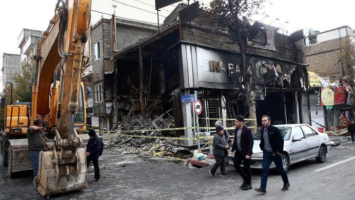 İran Devlet Televizyonu: Güvenlik güçleri gösterilerde haydutları ve isyancıları öldürdü