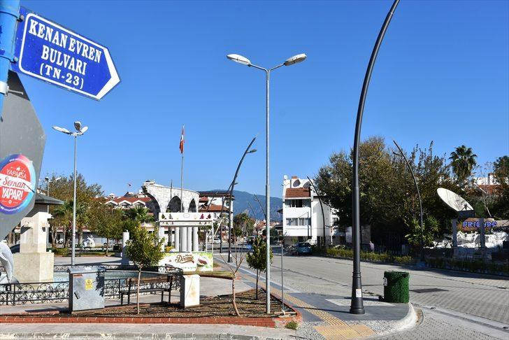 Marmaris'te Kenan Evren Bulvarı'nın adı Bülent Ecevit Bulvarı olarak değiştirildi