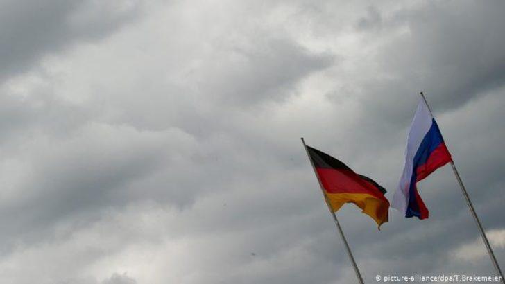 """İki Rus diplomat Almanya'da """"istenmeyen kişi"""" ilan edildi"""