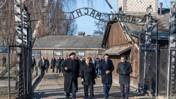 Merkel Auschwitz toplama kampını ilk kez ziyaret etti