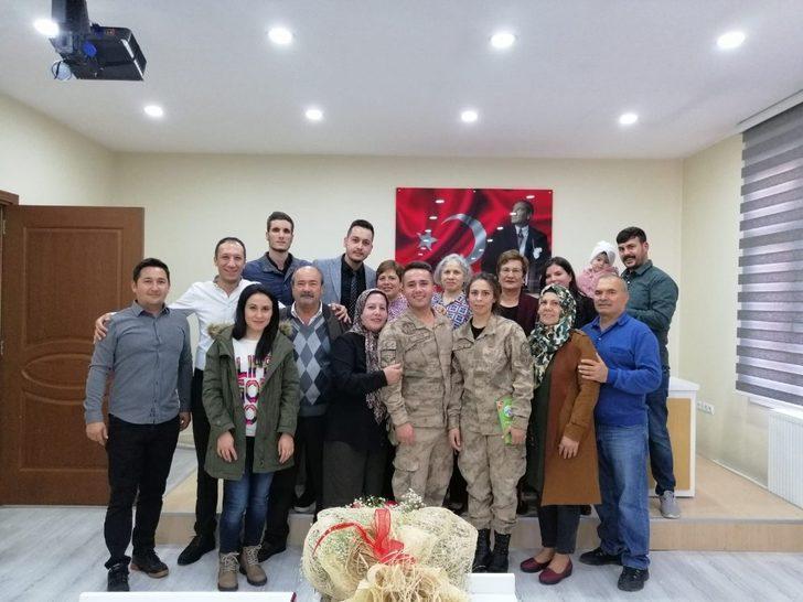 Jandarma çift, dünya evine üniformalarıyla girdi