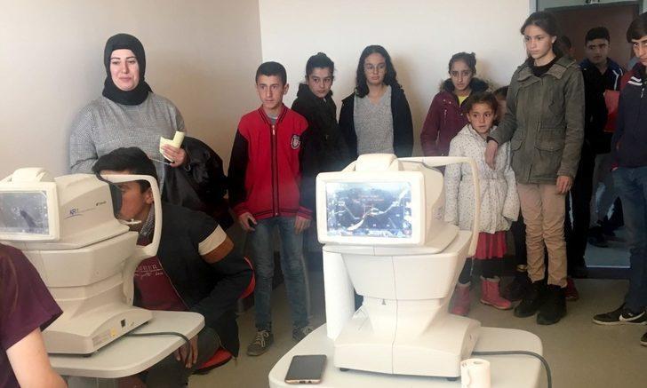 """Ardahan'da """"Bir Çocuk Bir Dünya Projesi"""" kapsamında 100 çocuğa göz muayenesi yapıldı"""
