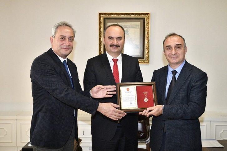 Edirne Gençlik ve Spor İl Müdürlüğüne, gümüş madalya beratı