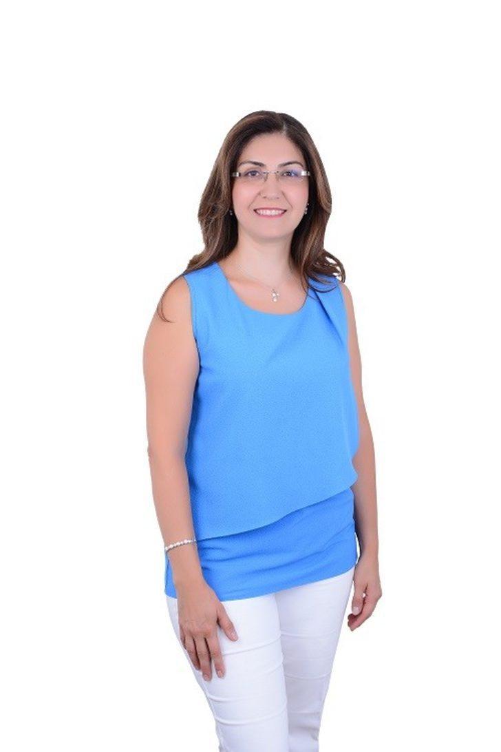 """Op. Dr. Esra Demir Yüzer: """"Genital estetik uygulamalarda simetrik tedavi çok önemli"""""""