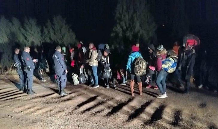 Ayvalık'ta 32 düzensiz göçmen ve 1 organizatör yakalandı