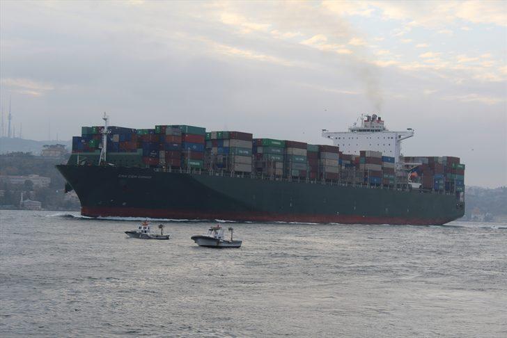 Dev konteynergemisiİstanbulBoğazı'ndan geçti