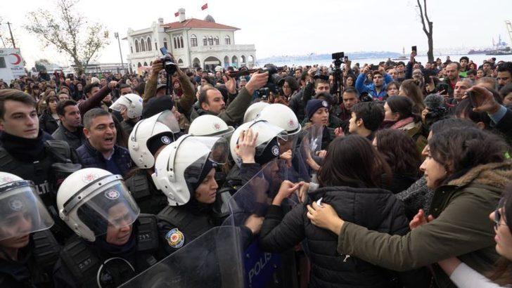 Kadıköy'deki Las Tesis Eylemine Müdahale: 7 Kadın Gözaltına Alındı