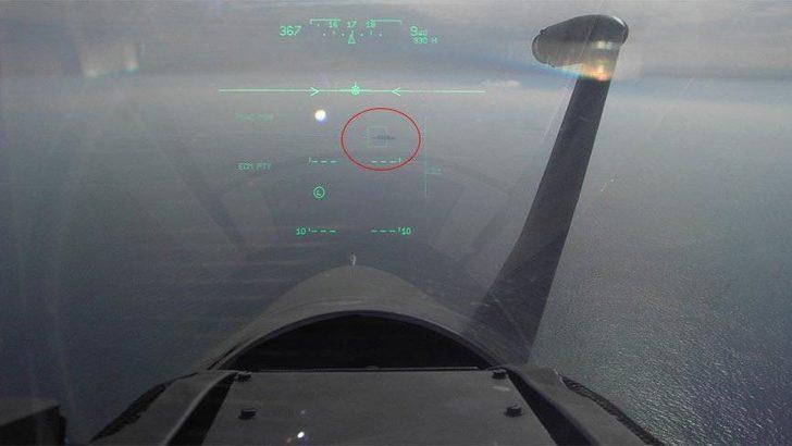Yunan savaş uçağı, Türk savaş gemisine kilitlendi! Yunan pilotun görüntüleri sosyal medyada olay yarattı