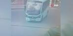 Sürücüsü olmayan minibüs harekete geçince... Faciaya kıl payı!
