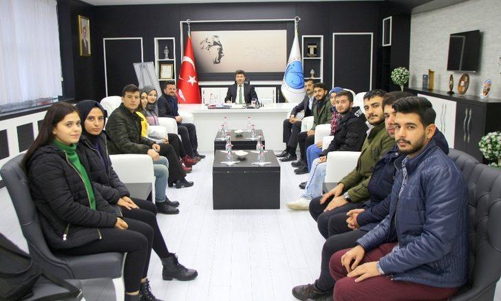 Rektör Karacoşkun Öğrenci Topluluklarıyla bir araya geldi