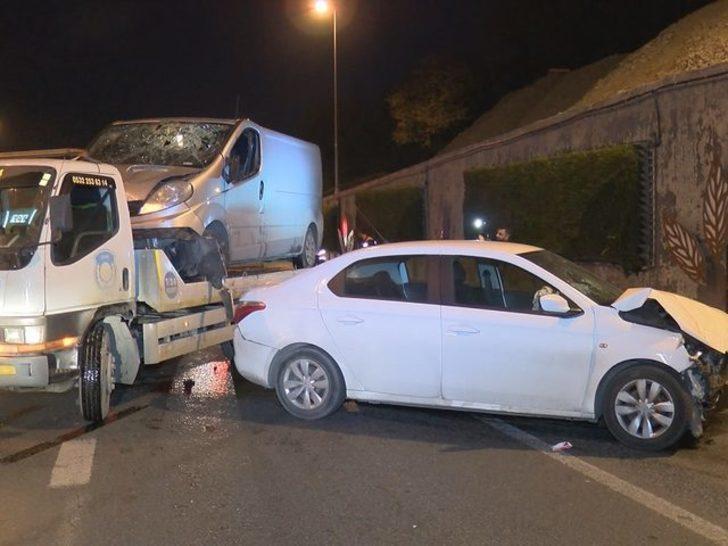 E-5'te panelvan ile otomobil çarpıştı: 2 yaralı