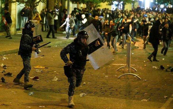 Çok sert polis müdahalesi: Beyrut savaş alanına döndü!