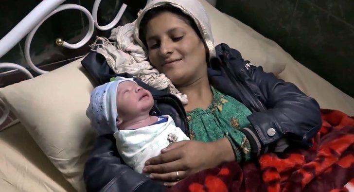 Suriyeli kadın oğluna 'Barış' adını verdi