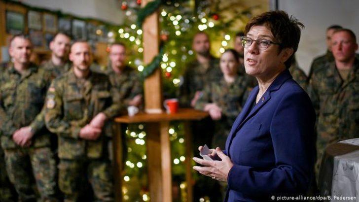 Almanya Savunma Bakanı Kıbrıs yolcusu
