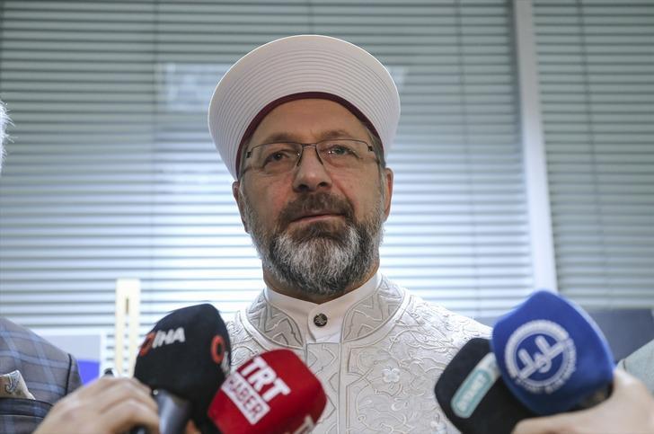 Diyanet İşleri Başkanı Erbaş'tan camilerdeki tabure ve sandalyelerle ilgili açıklama