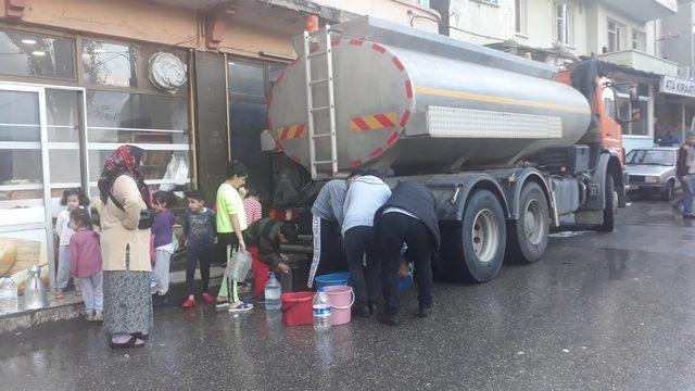 İzmir'de 60 saatlik su kesintisi! Tankerlerle su dağıtıldı