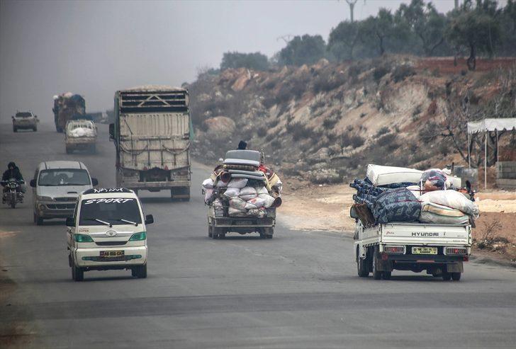 Son dakika: İdlib'deki saldırılar nedeniyle 10 bin sivil daha Türkiye sınırına yöneldi