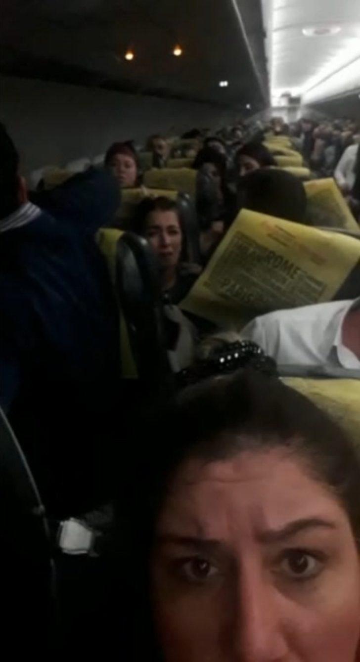 Fırtına nedeniyle pisti pas geçen uçakta panik anları kamerada