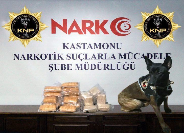 Otomobilde 14 kilo eroin ile yakalanan 2 kardeşe gözaltı