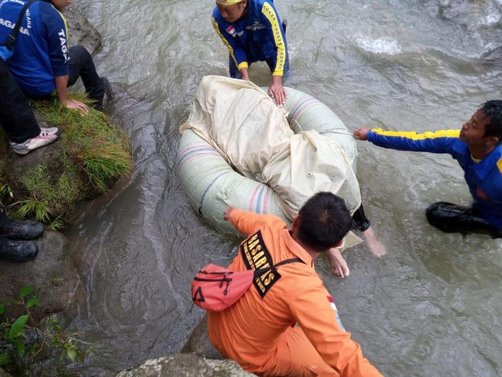 Otobüsün nehre düşmesi sonucu ölü sayısı 32'ye yükseldi
