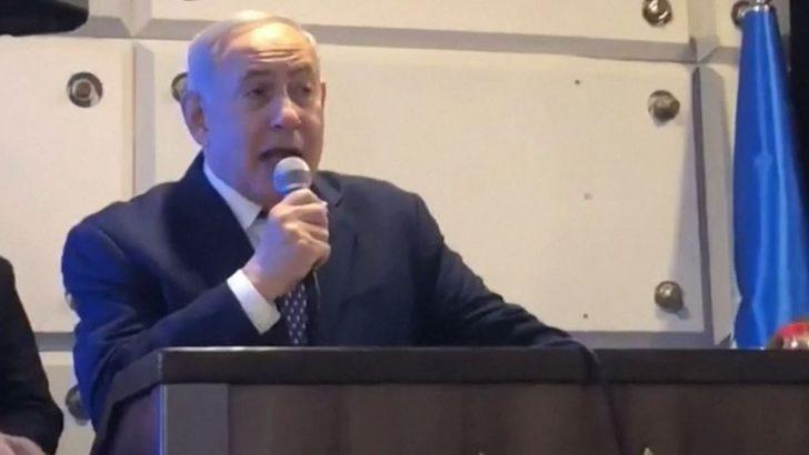 Binyamin Netanyahu saldırı alarmı nedeniyle sahneden indirildi