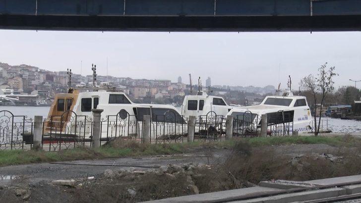 Haliç'te kaderine terk edilen deniz taksiler havadan fotoğraflandı