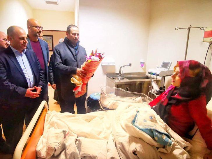 """Erzincan'da 2020'nin ilk bebeği """"Asım"""" oldu"""