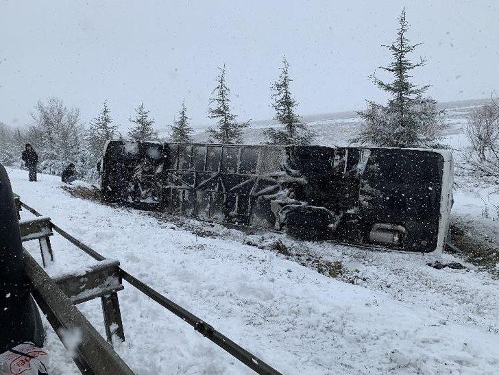 Otobüs kazasında yolcular böyle kurtarıldı