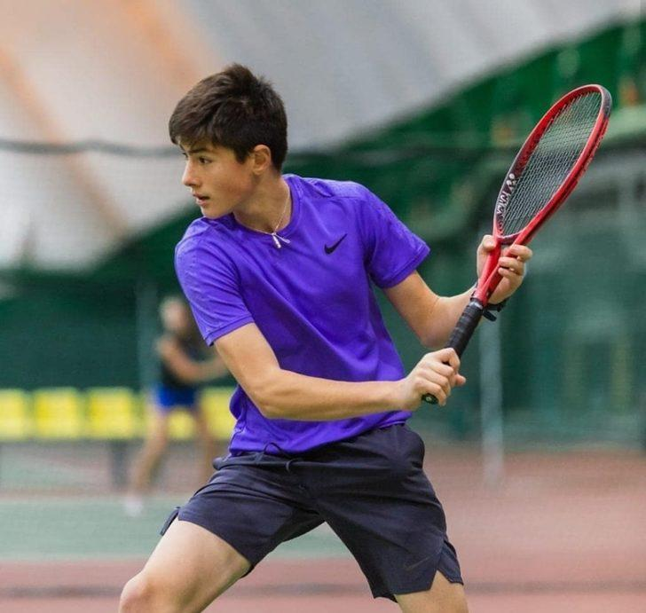 Atakan Karahan'dan teniste tarihi başarı