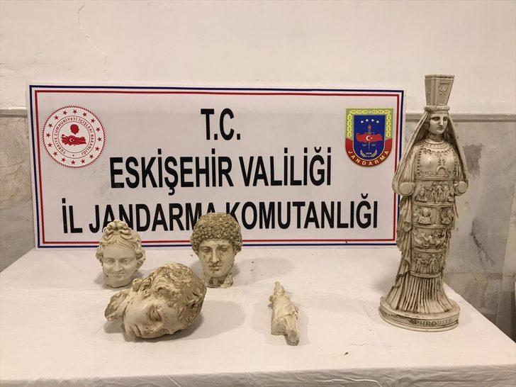 Eskişehir'de üç heykel başı ve iki kadın heykeli ele geçirildi