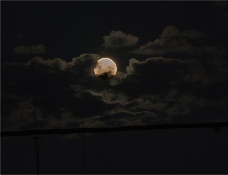 Bugünü hafife almayın! 2020'nin ilk ay tutulması ve dolunayı burcunuzda bakın nasıl etkiler bırakacak?