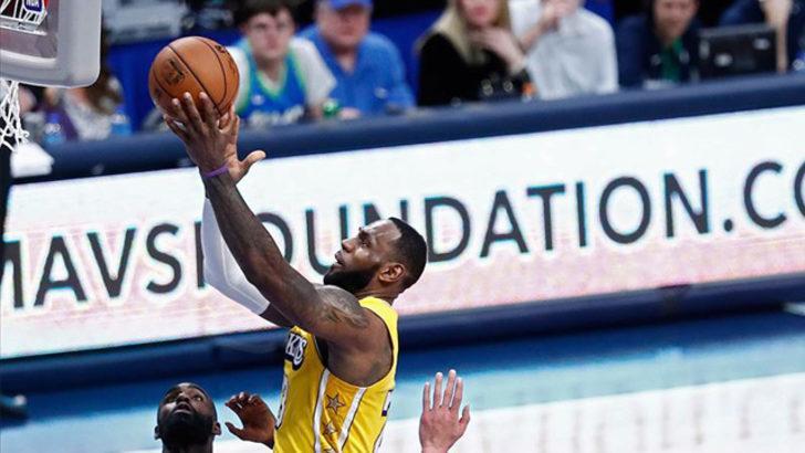Lakers, Lebron James'in tarihe geçtiği maçta Mavericks'i 129-114 yendi