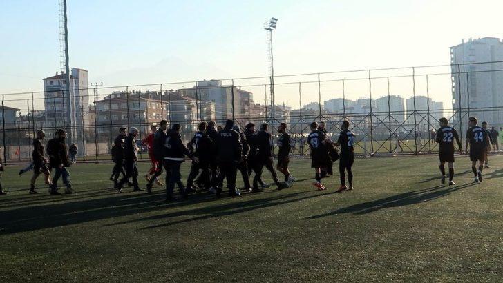Kafkasspor-OSB Atletikspor maçı sonrası kavga çıktı