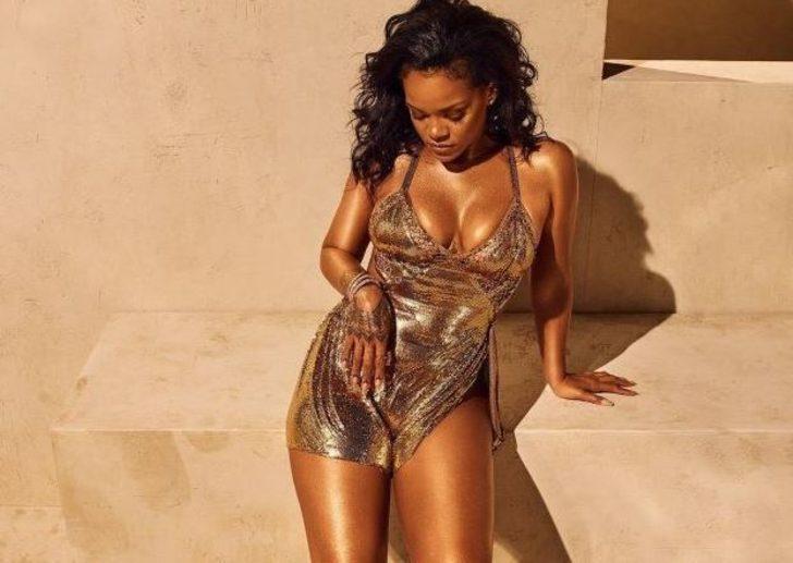Rihanna'dan 14 Şubat'a özel iç çamaşırlı poz