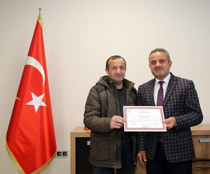 Van Büyükşehir Belediyesi personelleri ilk yardım belgesi aldı