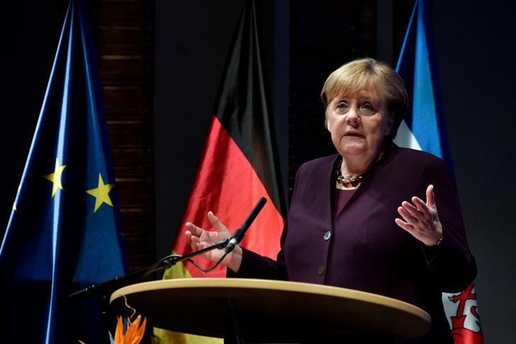 Merkel'den 19 Ocak'ta Libya Konferansı için davet