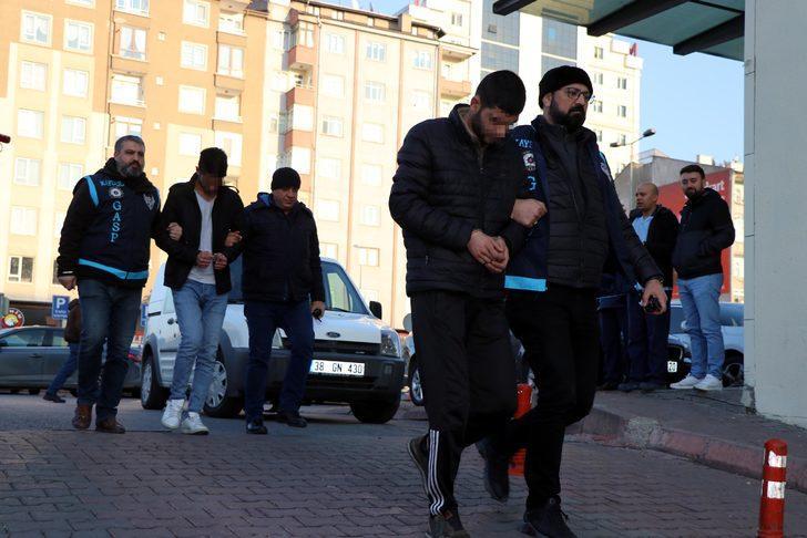 Kayseri'de çocuk parkının yakılması güvenlik kamerasında (2)