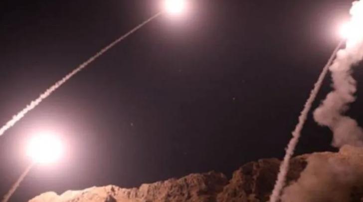 Son dakika! Irak'ta ABD askerlerinin bulunduğu Taci Askeri Üssü'ne füzeli saldırı! Pentagon'dan açıklama geldi