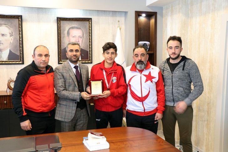 Şampiyon boksörden Başkan Say'a teşekkür ziyareti