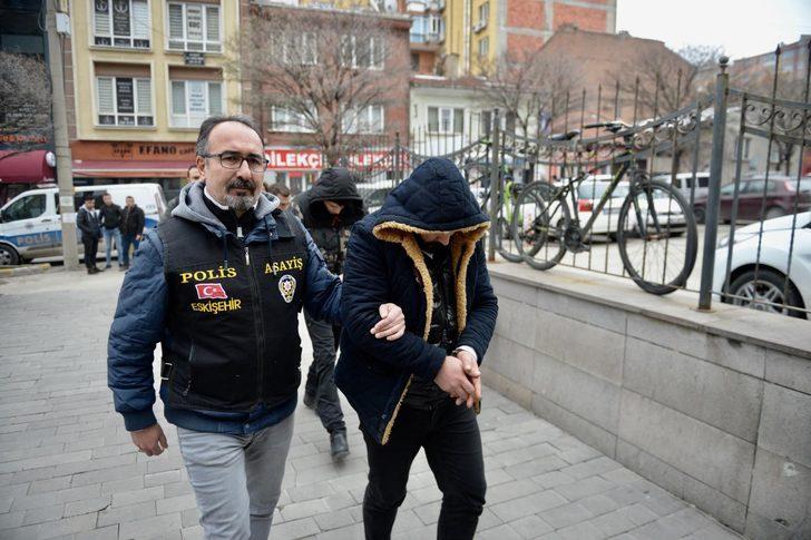 Eskişehir'de telefonla dolandırıcılığa 4 tutuklama