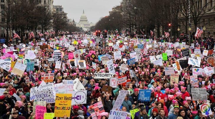 ABD'de Trump karşıtı binlerce kadın sokaklara indi